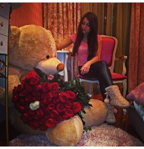 Roses & Giant Teddy